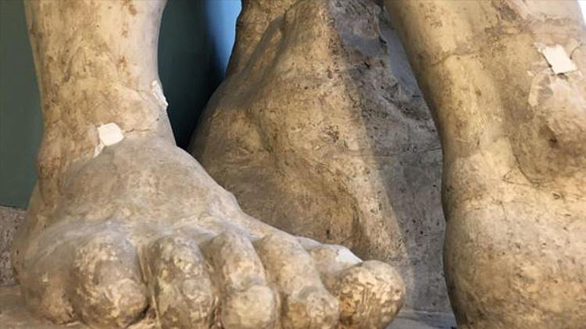Los pies con grietas del 'Hércules Farnese' de la Academia de Bellas Artes de San Fernando.