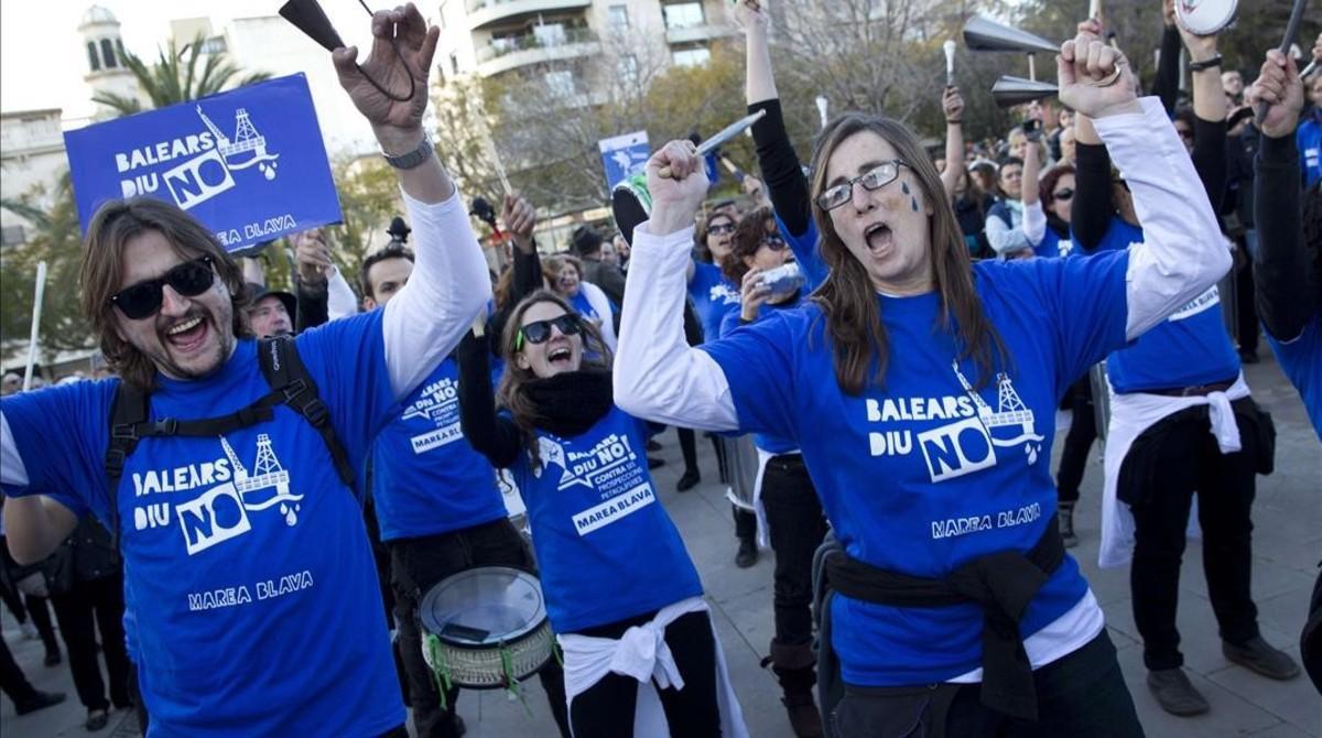Protesta contra los sondeos sísmicos en aguas de Baleares, en febrero del 2014.