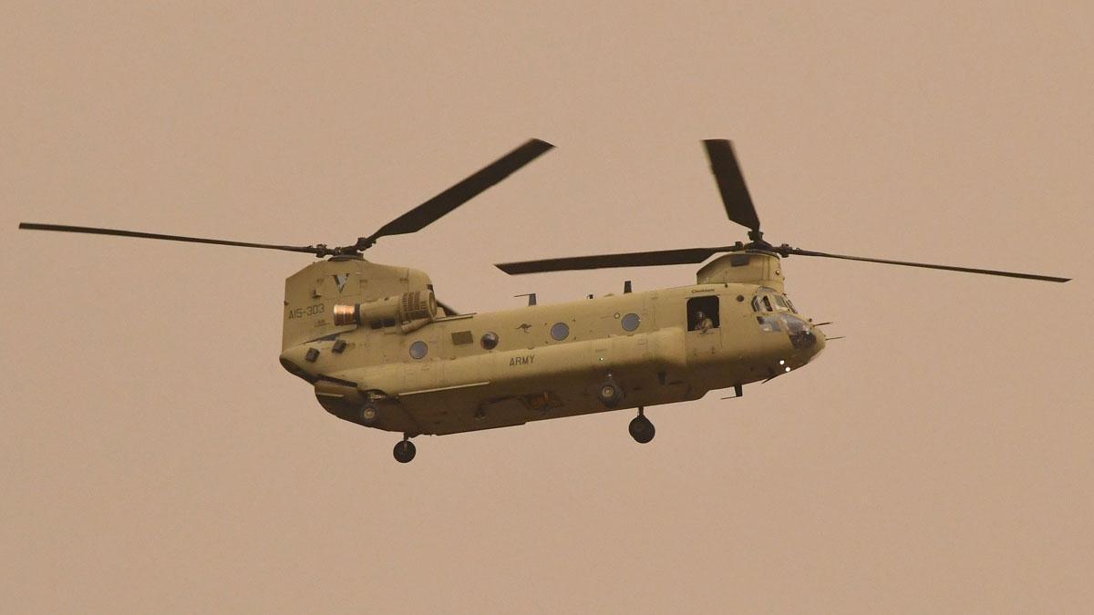 Fuego en Australia. Helicópteros del Ejército evacúan a ciudadanos en Omeo (East Gippsland).
