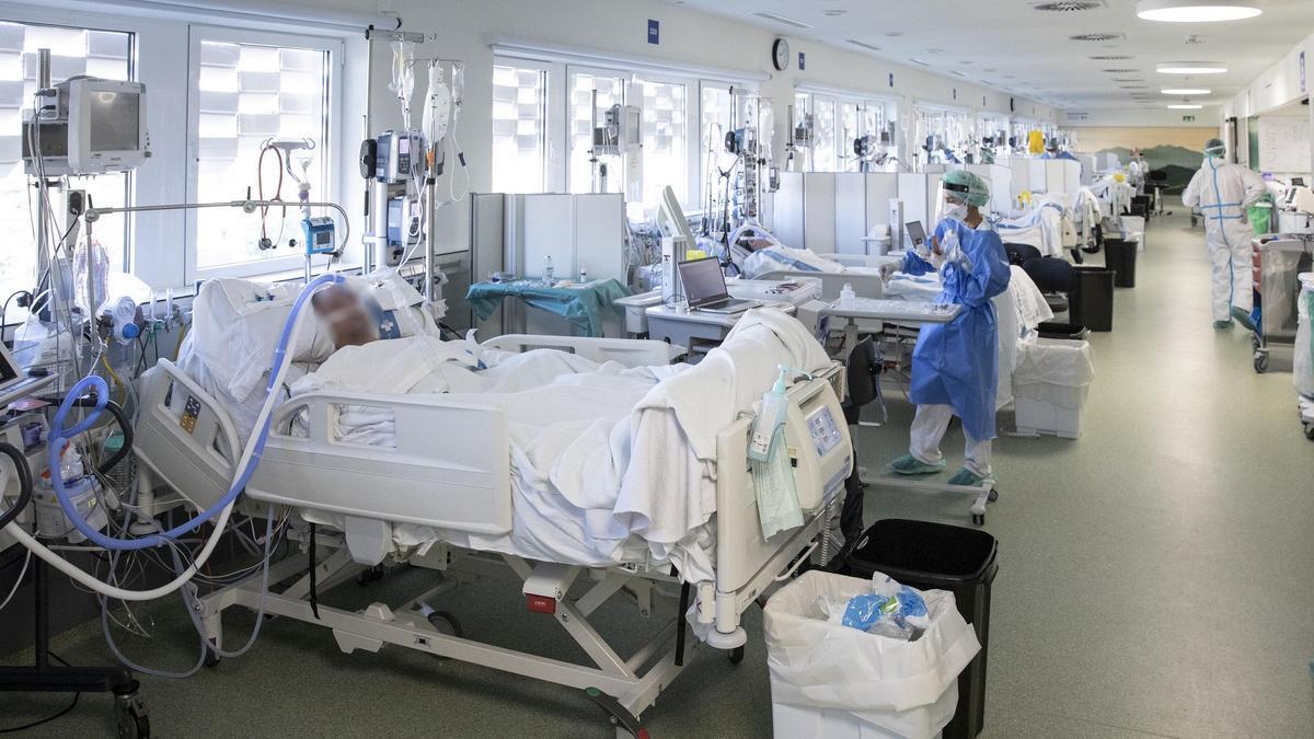 Planta UCI  de pacientes ingresados por covid en el edificio Garbí en el Parc Sanitari Pere Virgili