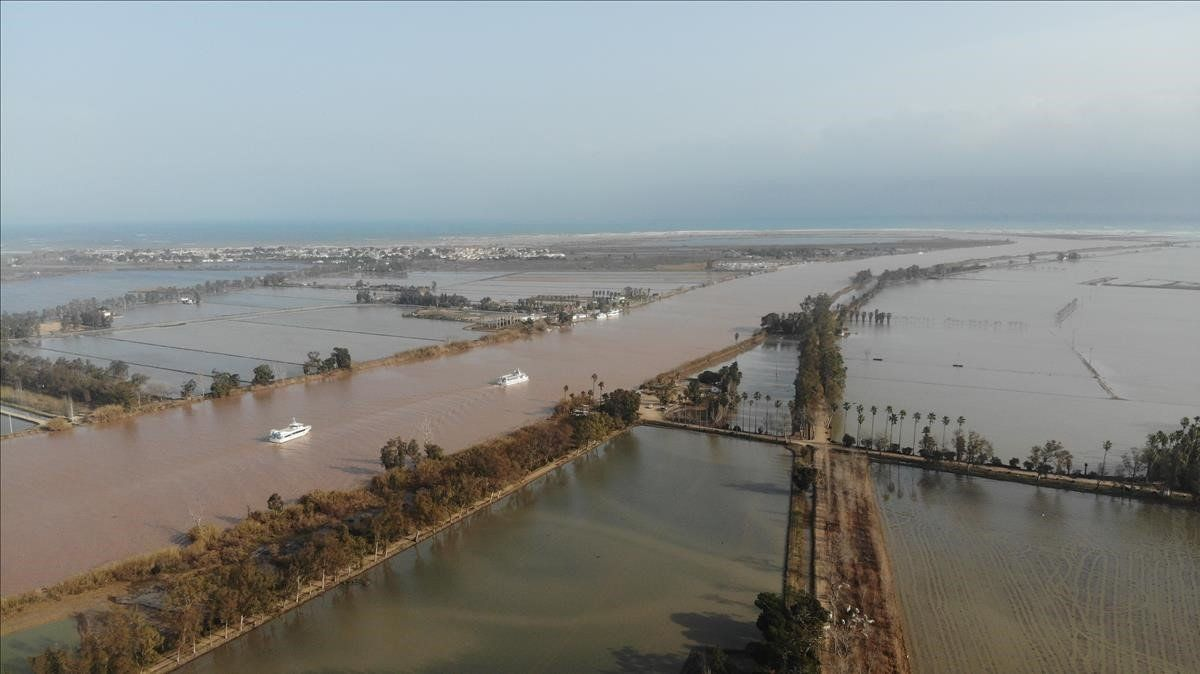 Vista aérea del delta del Ebro tras el paso del temporal Gloria