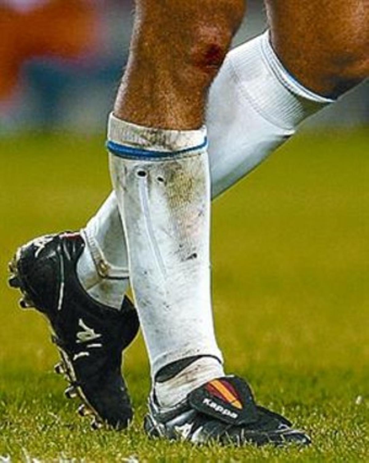 El exjugador aragonés llevaba la bandera de España en las botas.