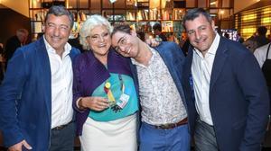 Rosa Esteva ylos hermanos Roca, en la fiesta dellunes en el Hotel Omm.