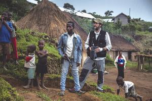 Esplugues acull la mostra 'Indestructibles', que retrata 11 històries de superació de nens africans