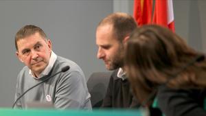 El coordinador general de EH Bildu Arnaldo Otegi, durante la asamblea extraordinaria convocada para ratificar el apoyo a los Presupuestos en la sede de la formación en San Sebastián, este jueves.