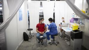 Administración de la vacuna 500.000 en la Fira de Barcelona, el julio pasado.