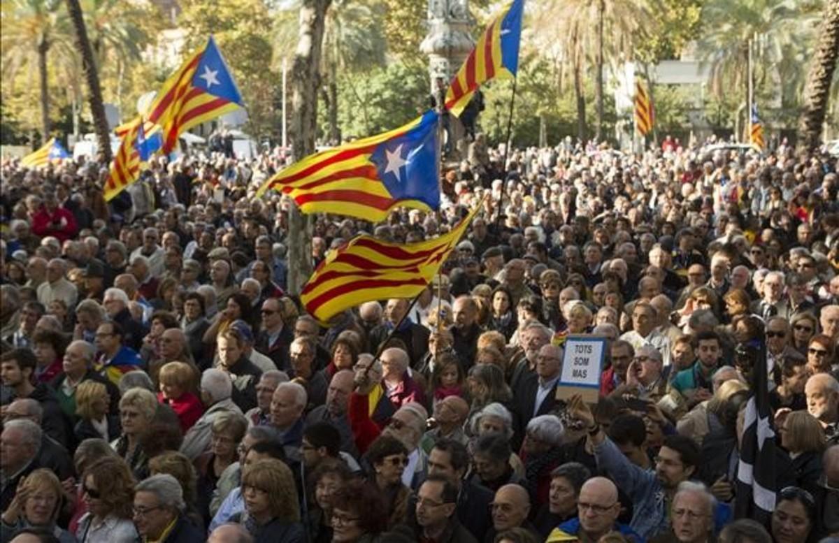Concentración independentista en apoyo de Artur Mas, Joana Ortega e Irene Rigau ante el TSJC, el pasado 6 de febrero.