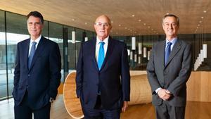Jaume Guardiola, Josep Oliu y César González-Bueno, este jueves.