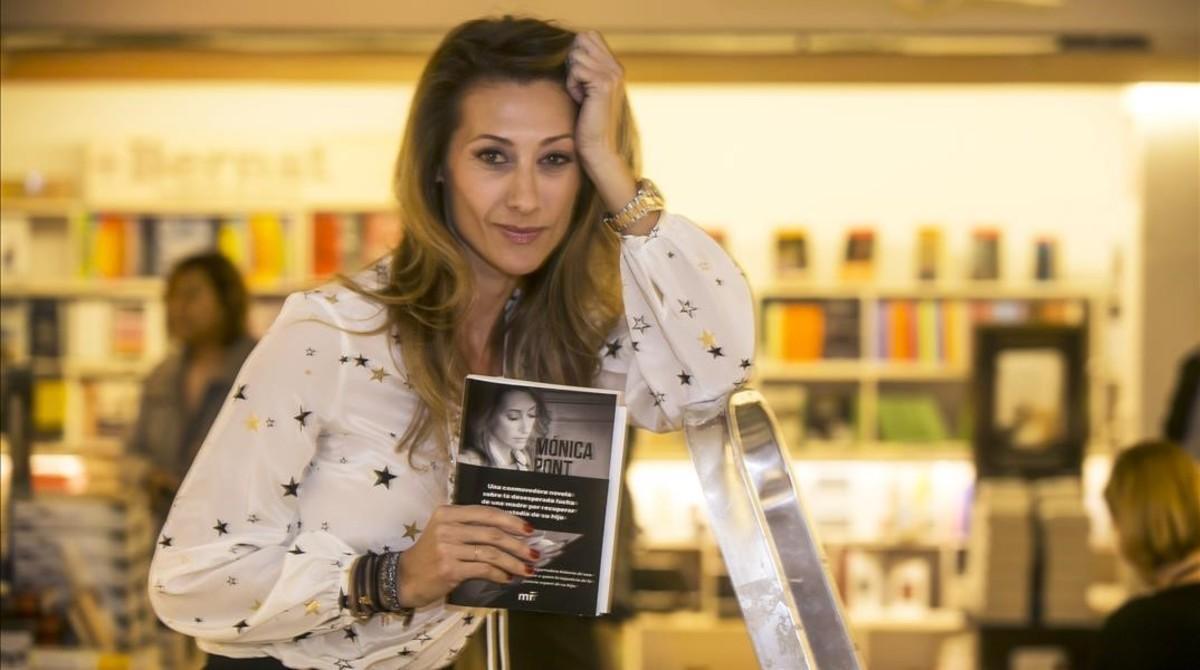 Mónica Pont, con su libro 'No estás sola!'.