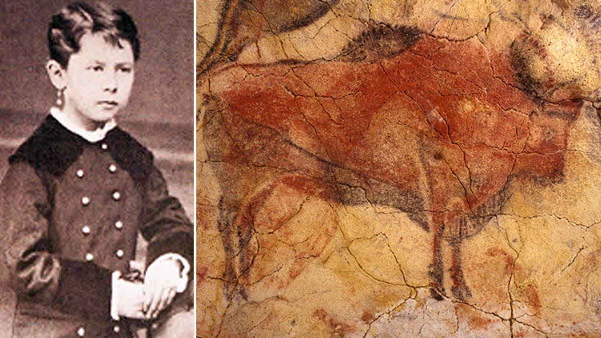 María Sanz de Sautuola, la niña que descubrió las pinturas de la cueva de Altamira, junto a una de las figuras representadas en la gruta.
