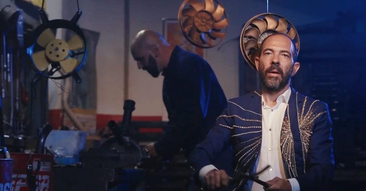 Juan Carlos Lérida en una foto promocional de 'Máquinas sagradfas' uno de los cuadros de 'La liturgia de las horas'.