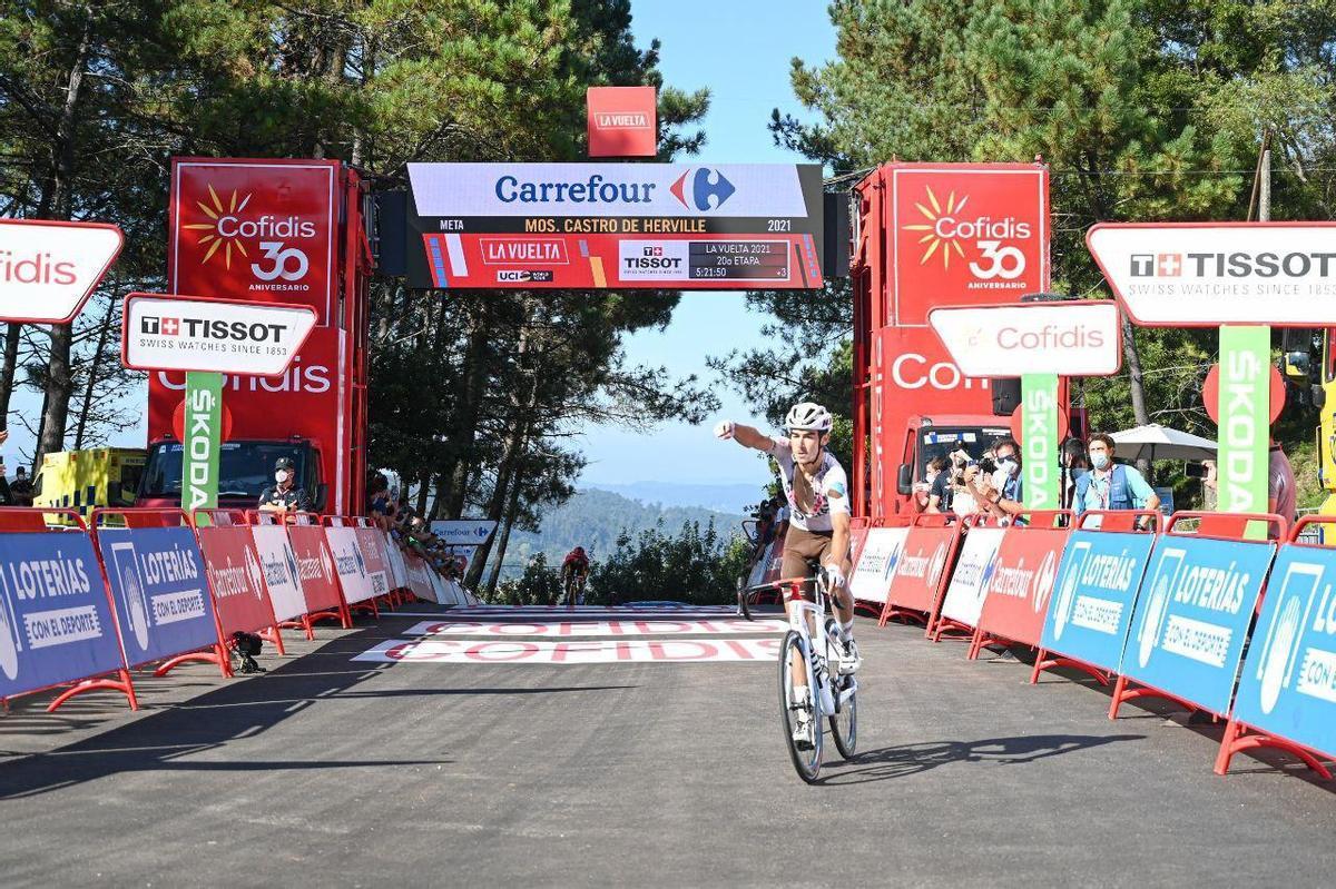 Clément Champoussin logra la victoria en la penúltima etapa de la Vuelta.