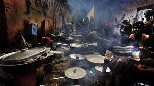 Un grupo de refugiados cocinando en un campamento de Bouca, enRepublica Centroafricana.