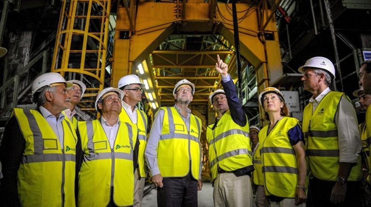 Mariano Rajoy, junto a la ministra de Fomento, Ana Pastor, durante la visita a las obras del AVE a Galicia.