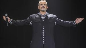 Miguel Bosé, en un concierto en el Auditori Fòrum de Barcelona.