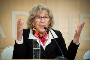 La alcaldesa de Madrid Manuela Carmena durante la rueda de prensa que ha ofrecido este lunes en el Palacio de Cibeles tras destituir a Carlos Sánchez.