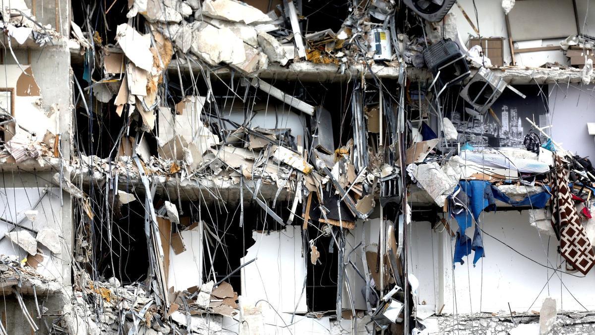 Un centenar de desaparecidos tras el derrumbe de un edificio de apartamentos en Miami