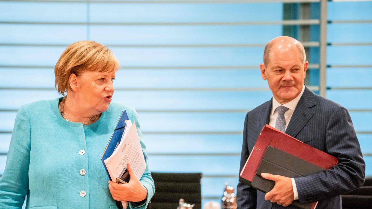 Imagen de de archivo de la cancillera Angela Merkel y el ministro de finanzas Olaf Scholz, en una reunión en Berlín.