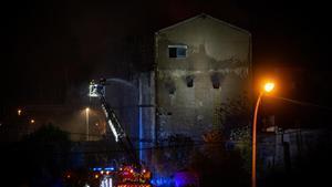 Incendio en una nave ocupada en la Calle Tortosa de Badalona