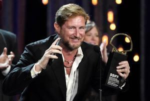 El actor Paxton Winters gana la Concha de Oro como mejor película por 'Pacificado'.