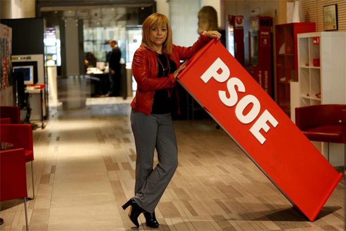 La vicesecretaria general del PSOE, Elena Valenciano, posa ayer en la sede del partido.