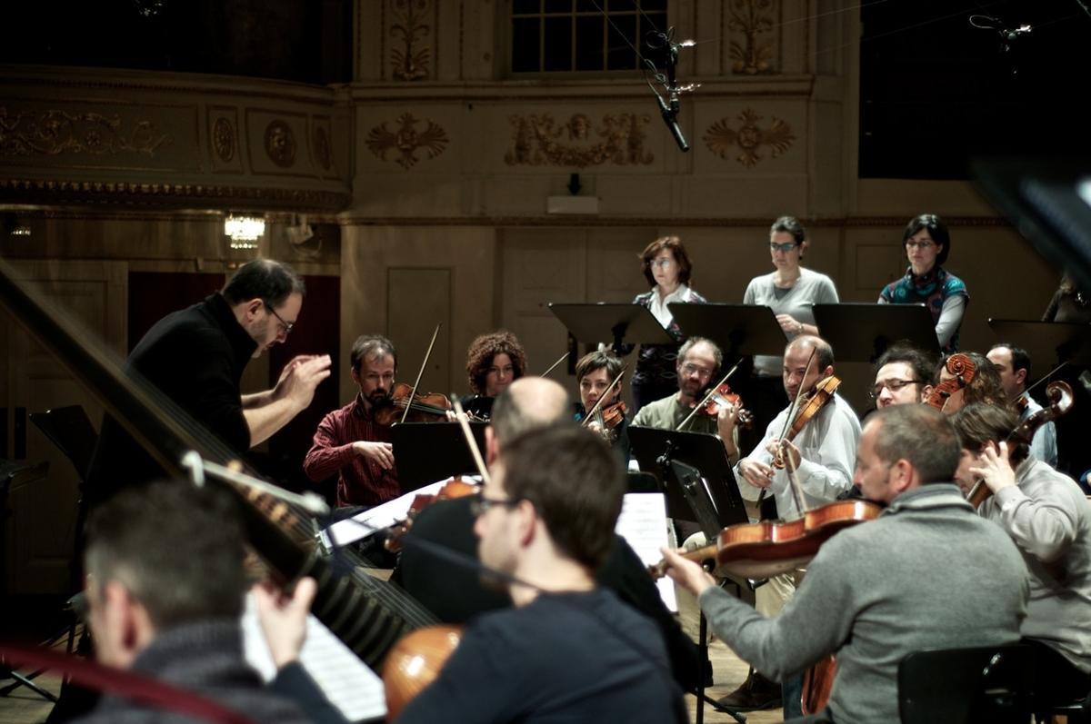 Rinaldo Alessandrini dirigiendo el Concerto Italiano en L'Auditori.