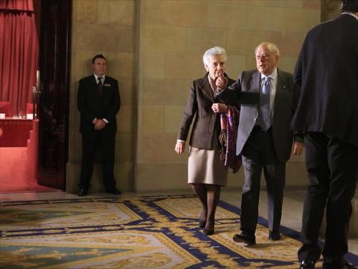 Marta Ferrusola y Jordi Pujol se dirigen a la Comisión de Investigación del Parlament, en febrero del 2015.