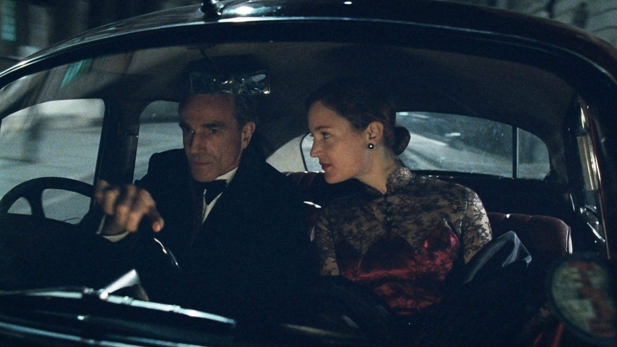 Daniel Day-Lewis y Vicky Krieps, en un fotograma de 'El hilo invisible', de Paul Thomas Anderson