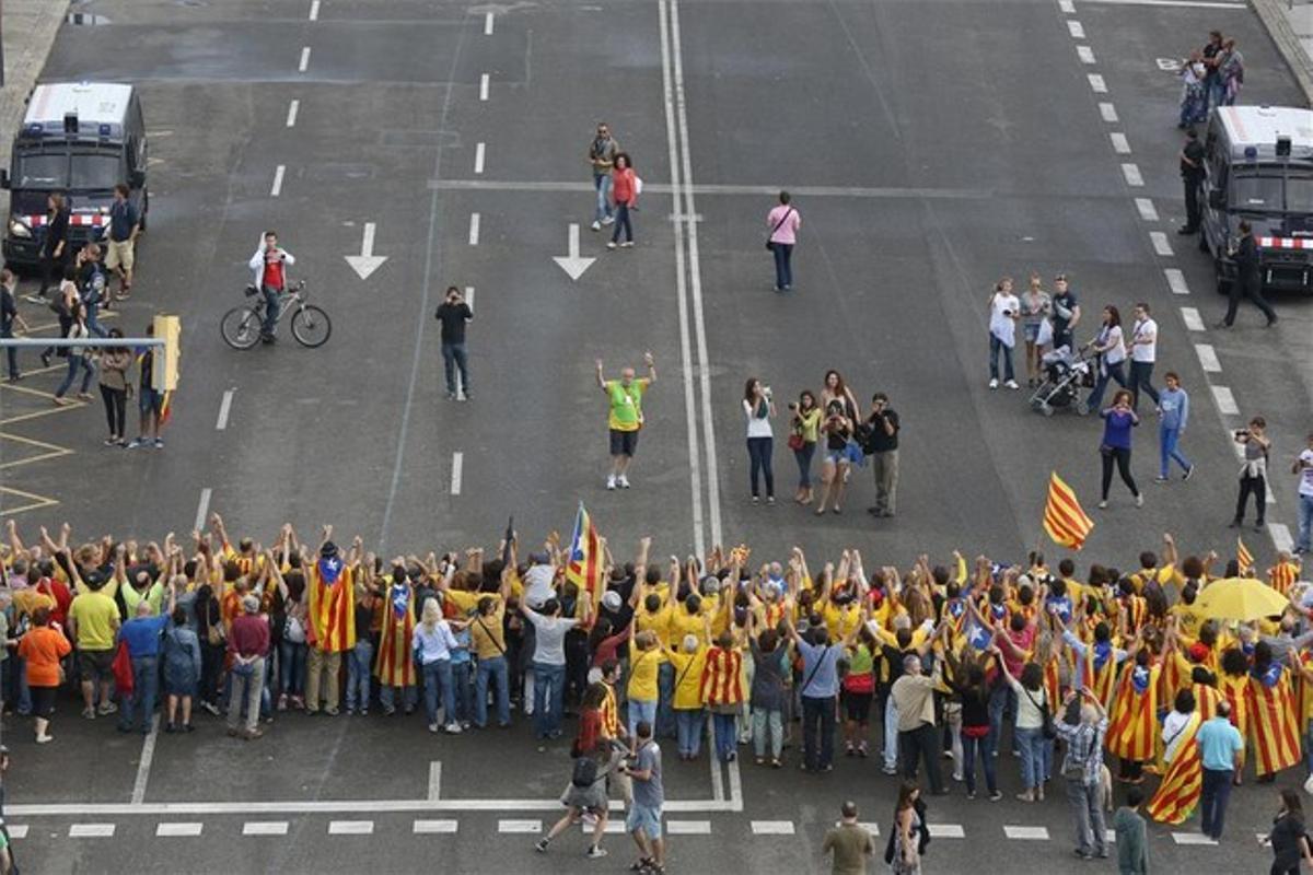 Participantes en la Via Catalana a su paso por Barcelona, el pasado 11 de septiembre.