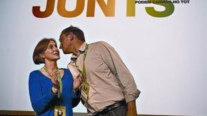 Los nuevos líderes de ICV, Dolors Camats y Joan Herrera, ayer en la clausura de la asamblea, en Viladecans.
