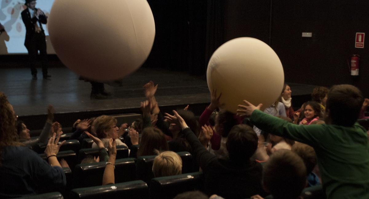 Imagen de una de las animadas sesiones de Drac Màgic.