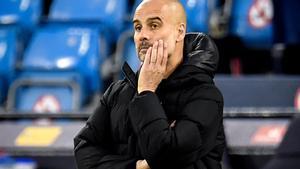 Guardiola, pensativo, durante el partido.