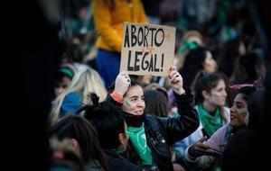 Manifestantes participan en una protesta a favor del aborto en Buenos Aires, en mayo del 2019.