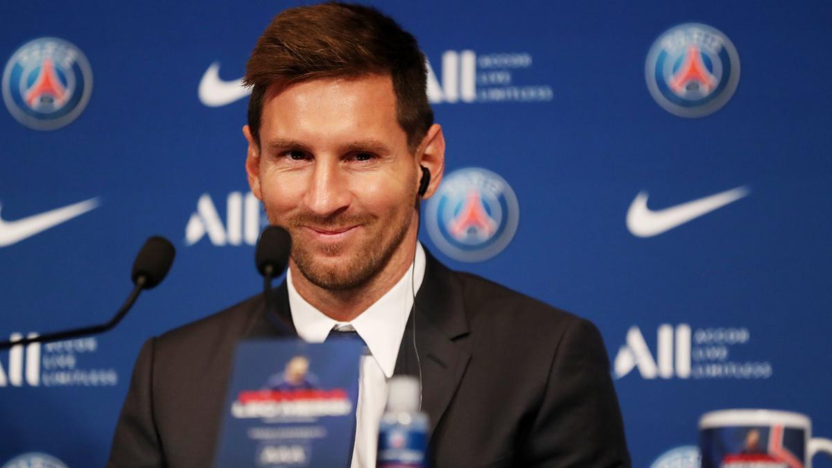 Messi en rueda de prensa después de firmar para el Paris St Germain