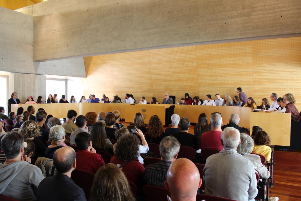 Sesión del 17 de marzo de 2019 del Consell d'Infants de Mollet del Vallès donde los escolares presentaron al alcalde Josep Monràs sus conclusiones para promover la alimentación saludable en la ciudad.