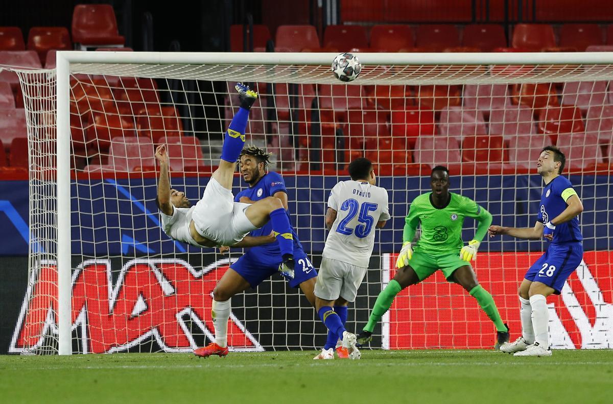 Taremi marca el 0-1 con una soberbia chilena en el tiempo añadido del Chelsea-Oporto.