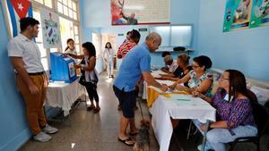 Una casilla electoral para votar sobre la nueva Constituciónen La Habana, Cuba.