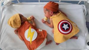 Neonatos de la maternidad del Hospital Clínic de Barcelona, disfrazados por carnaval.