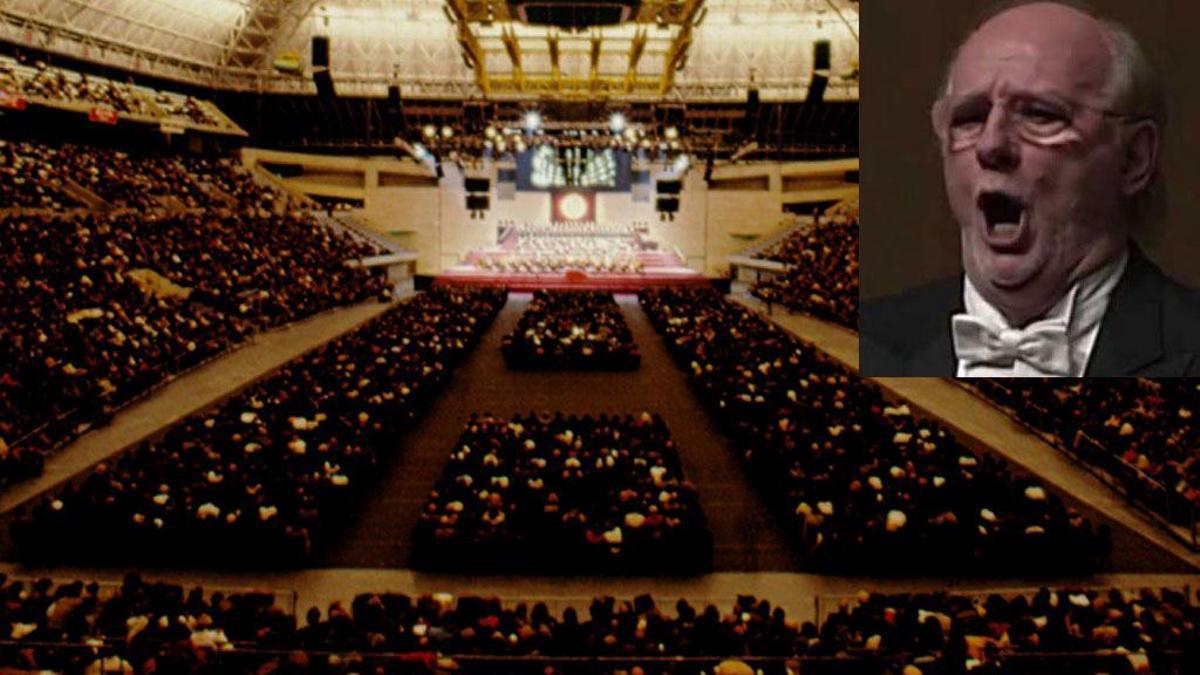 Giuseppe Giacomini. De fondo, escenario de la 'Turandot' de 1994 en el Palau Sant Jordi de Barcelona.