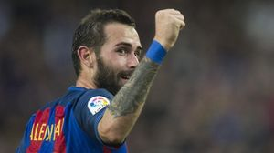 Aleix Vidal celebra el gol que le marcó al Athletic en el Camp Nou.