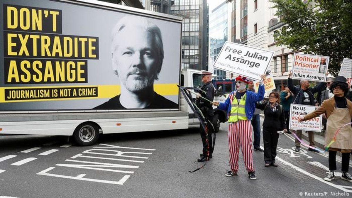 Una imagen de la película inaugural del certamen sobre el caso Assange.