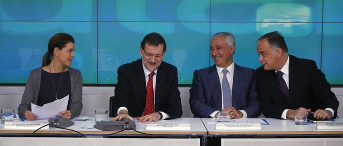 Dolores de Cospedal, Mariano Rajoy, Javier Arenas y Esteban González Pons, durante el comité nacional del PP, el lunes.