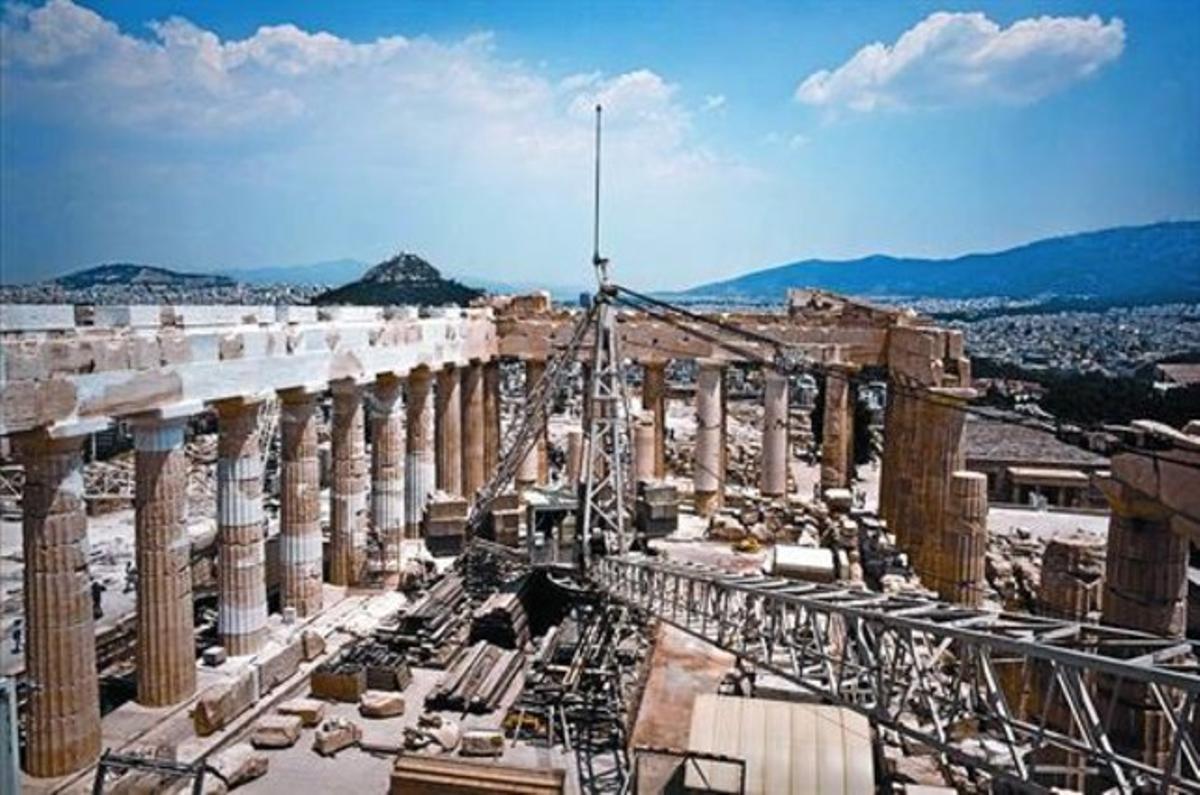 En el centro del Partenón, donde ahora hay una grúa, antes reinaba la estatua de Palas Atenea.