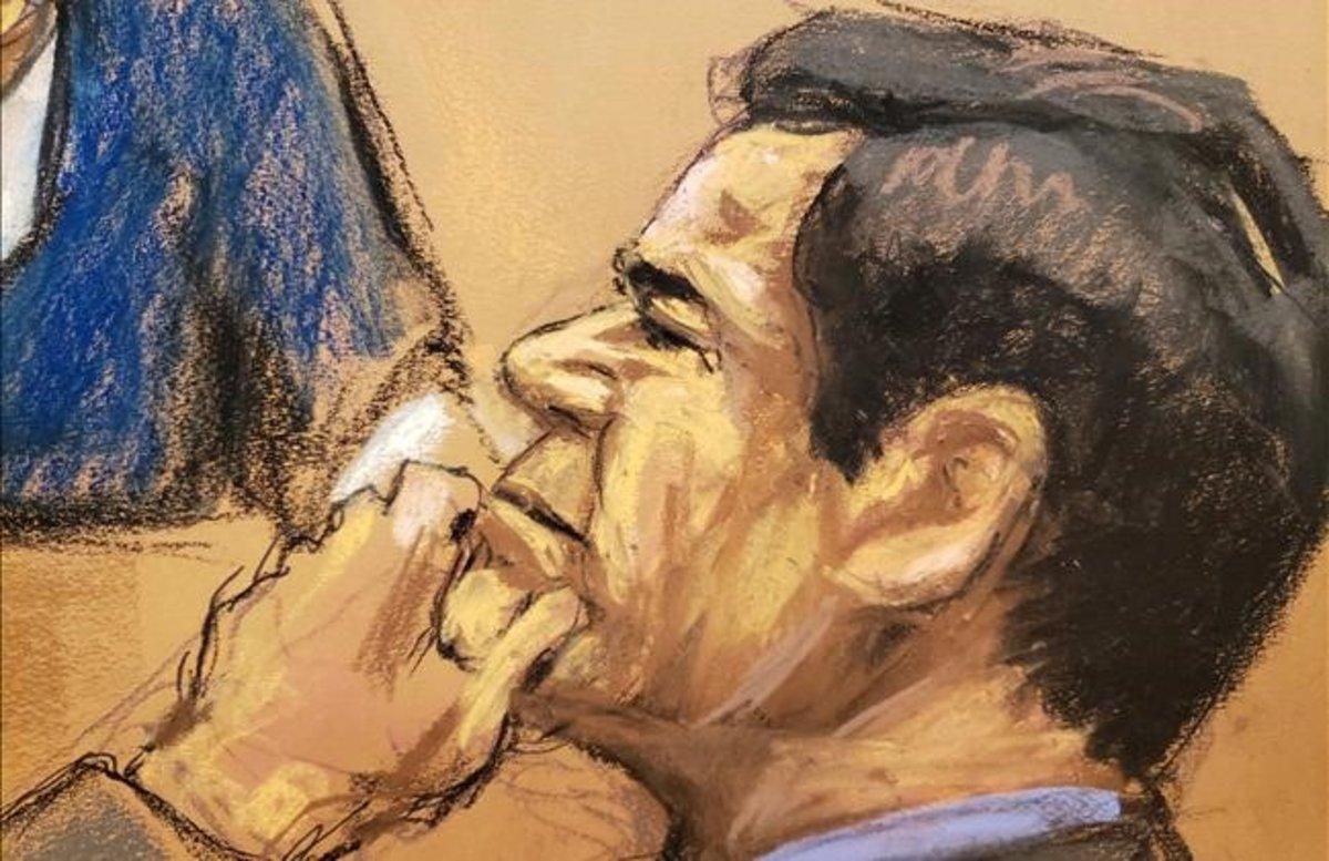 Joaquín 'El Chapo' Guzmán escucha el testimonio de Isaías Valdez Ríos durante el juicio