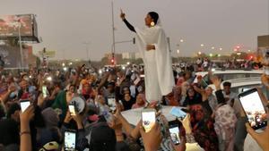 Ala'a Saleh, la mujer sudanesa que se ha convertido en el icono de la revolución.