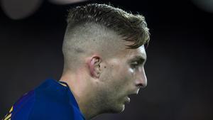 Deulofeu se prepara para lanzar un córner en el Barça-Eibar en el Camp Nou.