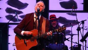 Lluís Gavaldà, cantante de Els Pets, en la actuación del grupo en el Liceu, este domingo.