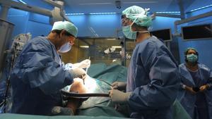 Torna a pujar el temps mitjà d'espera per ser operat a Espanya