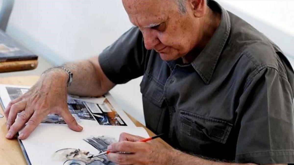 El dibujante Juan Giménez, en su estudio.