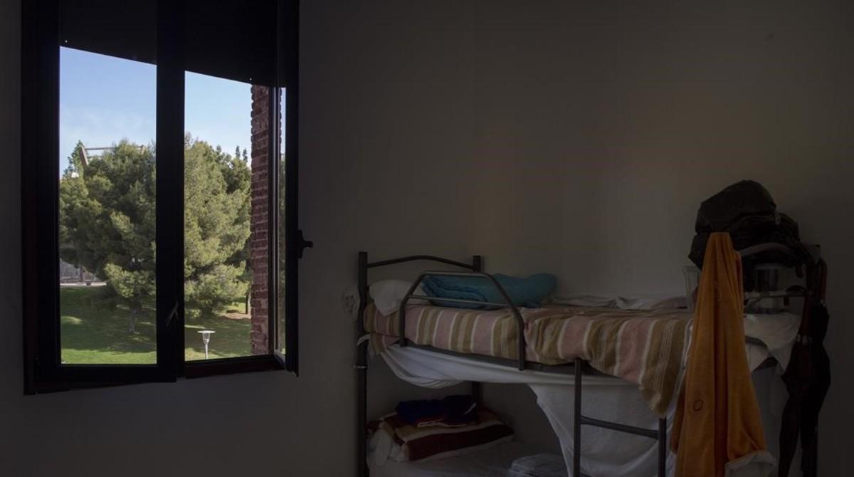 Una de las habitaciones del centro de primera acogida de Nou Barris.